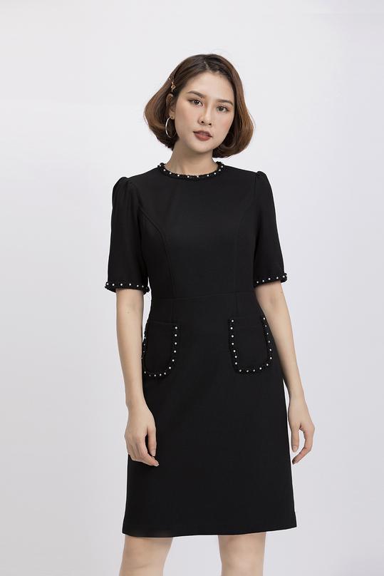 Đầm đen nhấn 2 túi cổ tròn tay lỡ