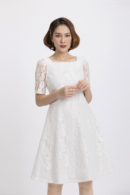 Đầm ren trắng xòe cổ vuông