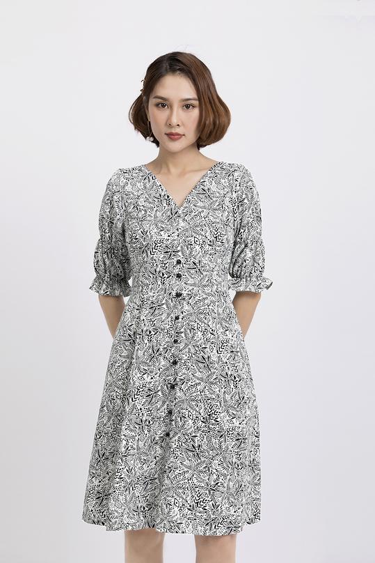 Đầm xòe họa tiết phối nút