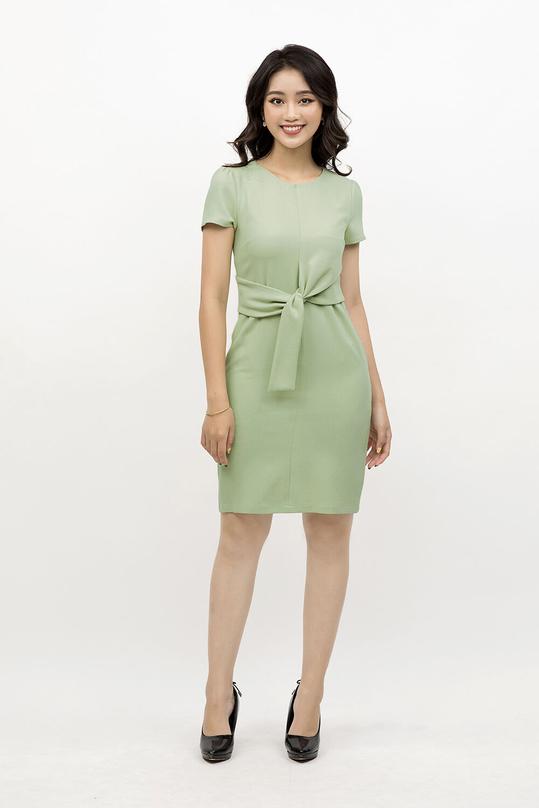 Đầm ôm nhẹ quấn eo