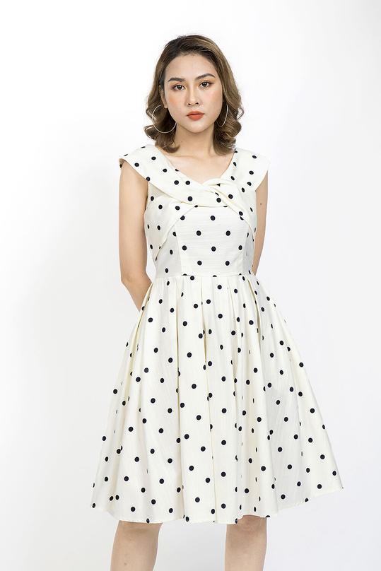 Đầm xòe chấm bi cổ cách điệu