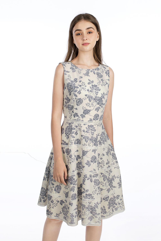 Đầm xòe sát nách họa tiết hoa