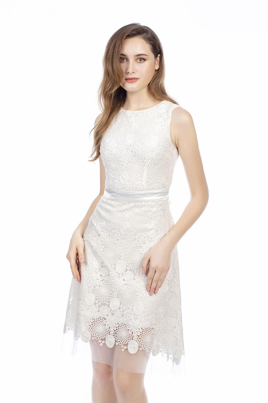 Đầm ren dáng xòe tay ngắn