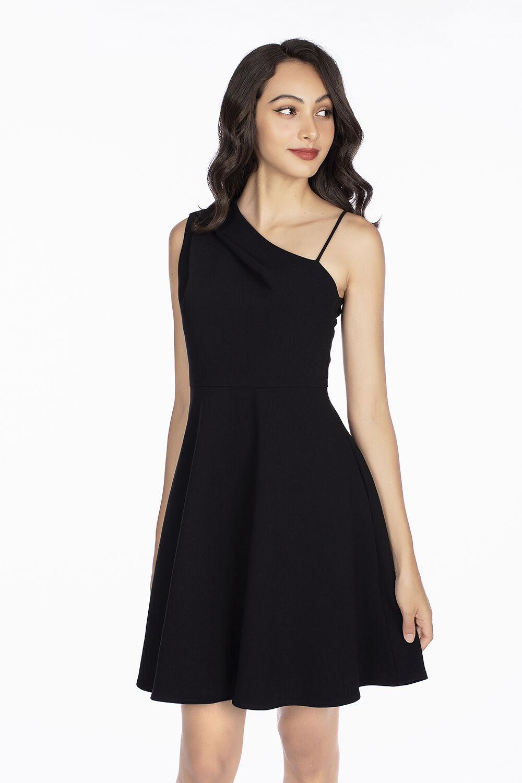 Đầm đen dáng xòe lệch vai