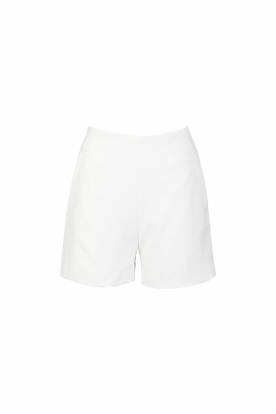 Quần short màu trắng