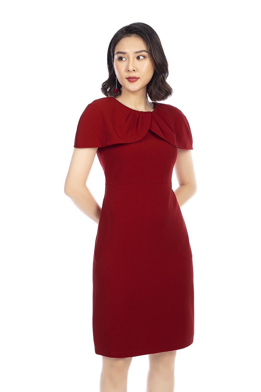 Đầm đỏ ôm body cổ lá sen