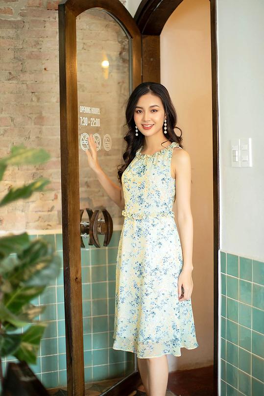 Đầm voan sát nách họa tiết hoa