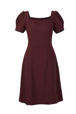 Đầm xòe đỏ cổ vuông xếp ly