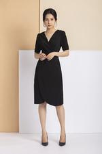 Đầm đen dáng chữ A tùng váy đắp chéo xẻ tà