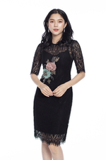 Đầm ren đen đính hoa