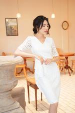 Đầm ren trắng dáng ôm body cổ V