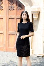 Đầm đen form ôm body tay lỡ