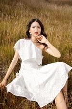 Đầm lệch vai dáng xòe màu trắng