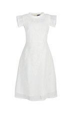 Đầm trắng xòe sát nách phối ren