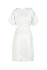 Đầm trắng xòe xếp ly đính nút