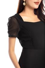 Đầm voan xòe cổ vuông tay ngắn