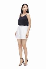 Quần short nữ màu trắng có túi
